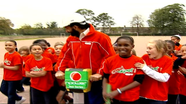 Monty Panesar helps schoolchildren with their cricket practice ENGLAND London EXT Monty Panesar posing holding fake drill with 'npower test series'...