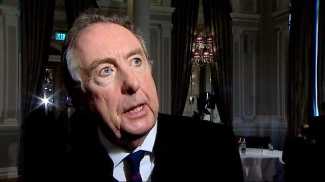 interviews; eric idle interview sot/ terry jones interview sot - 俳優 テリー ジョーンズ点の映像素材/bロール