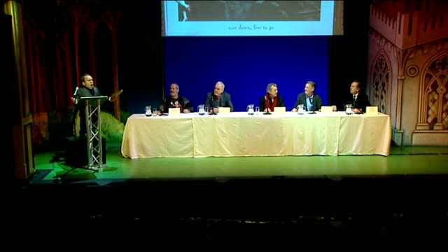press conference announcement; monty python soundtrack music stops abruptly and all five remaining monty python members begin talking at once/ press... - モンティ・パイソン点の映像素材/bロール