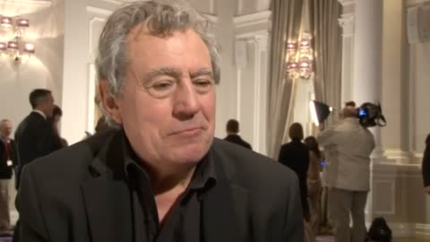 vídeos de stock, filmes e b-roll de monty python star terry jones has died at the age of 77. the actor and comedian, who was diagnosed with dementia, directed some of the comedy... - monty python