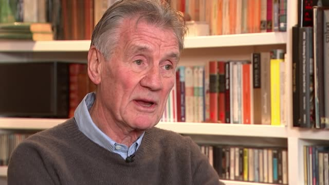 monty python's terry jones dies aged 77; england: int sir michael palin interview sot cutaway reporter - モンティ・パイソン点の映像素材/bロール