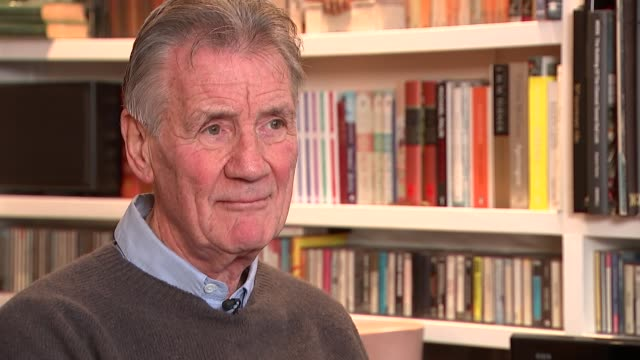 monty python's terry jones dies aged 77: sir michael palin interview; england: london: int sir michael palin interview sot. - 俳優 テリー ジョーンズ点の映像素材/bロール
