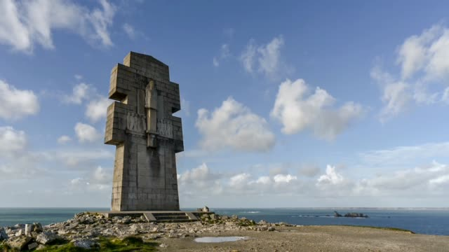monument aux morts -pen hir point, finistere - david johnson stock videos & royalty-free footage