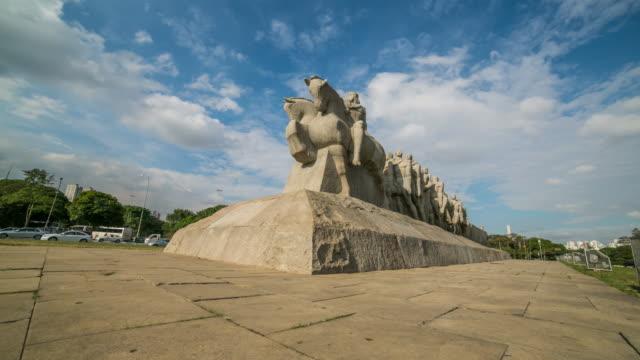 vídeos de stock, filmes e b-roll de monument of bandeirantes. - estátua