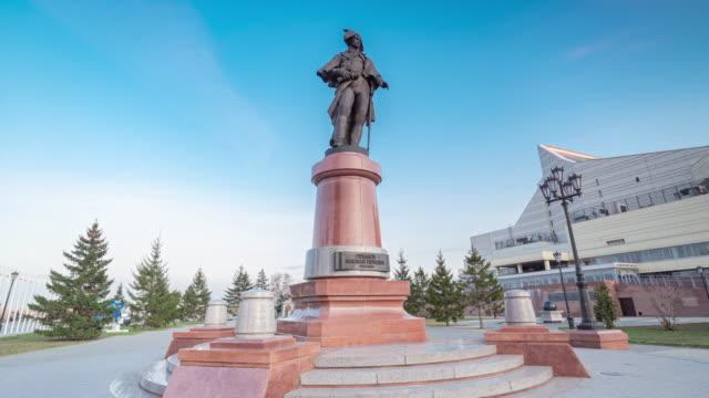 monument to commander rezanov ... authors - sculptor konstantin zinich and architect andrei kasatkin. - 像点の映像素材/bロール