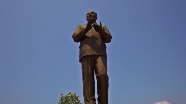 代表取締役社長 Souphanouvong, ルアンパバーン, ラオス-上に傾けるの記念碑