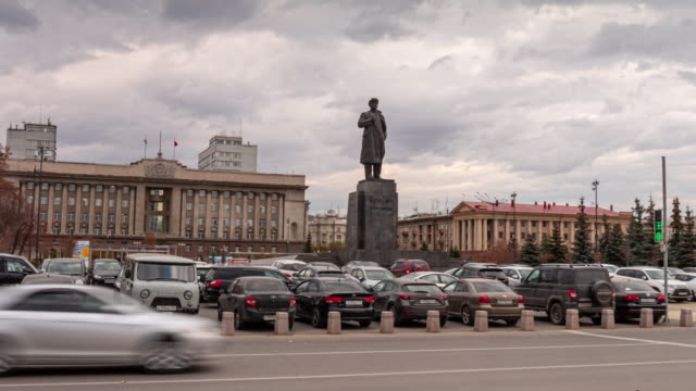 monument to the leader of the october revolution v.i. lenin 1917 in russia, in the center of the siberian city. - 1917 stock videos & royalty-free footage