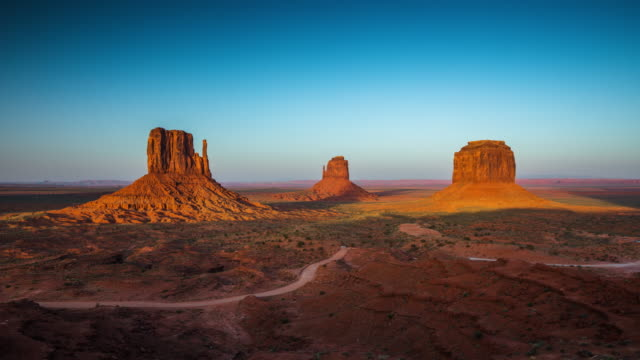 vídeos de stock e filmes b-roll de time lapse: monument valley, arizona usa - day to dusk - cultura tribal da américa do norte