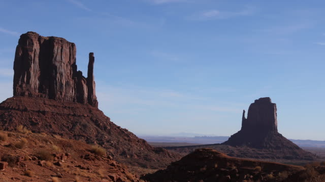monument valley drive fäustlinge - monument valley stock-videos und b-roll-filmmaterial