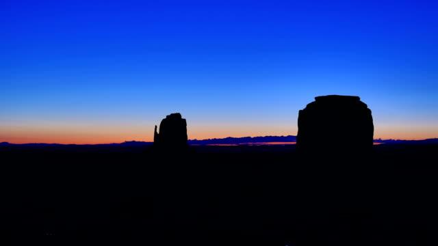 vidéos et rushes de monument vallée, utah, arizona - monument valley tribal park