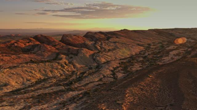 vídeos de stock e filmes b-roll de aerial monument valley - monument valley