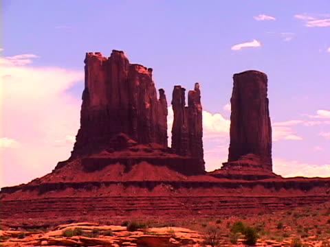 vídeos y material grabado en eventos de stock de monument valley - punto de referencia natural