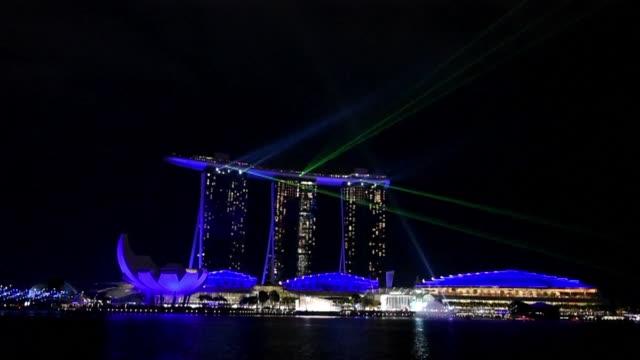 monumentos emblematicos y edificios de 178 paises apagaron sus luces el sabado para participar en la campana contra el cambio climatico la hora del... - planeta stock videos & royalty-free footage