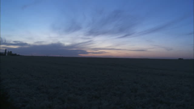 ws moody sky over field at sunset, voves, beauce, france - horizont über land stock-videos und b-roll-filmmaterial