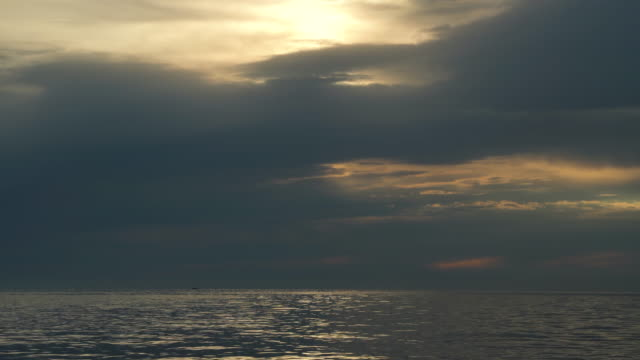 moody sky over mediterranean sea - orizzonte sull'acqua video stock e b–roll