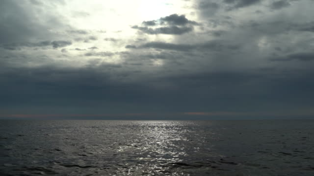 moody sky over the mediterranean sea - orizzonte sull'acqua video stock e b–roll