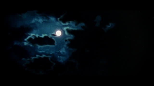ws t/l moon and clouds - spettrale video stock e b–roll