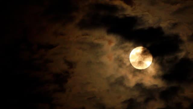 ムーンと雲 - 月点の映像素材/bロール