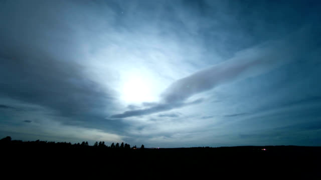 vidéos et rushes de moon and high cloud, timelapse - altocumulus