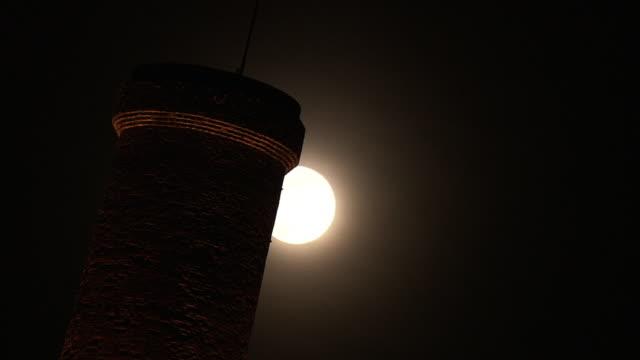 moon and lit-up chimney, fukuoka, japan - kohlengrube stock-videos und b-roll-filmmaterial