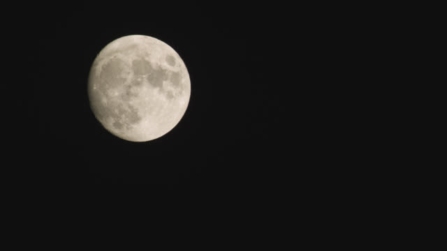 "moon drifts through clear night sky, delaware, usa - ""bbc natural history"" video stock e b–roll"