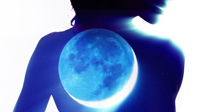 女性の体の月食。多重露出を持つ魅惑的なシルエット。nasaパブリックドメイン。 - 宇宙船点の映像素材/bロール