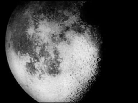 moon , lunar surface & into crater shadow. - 1952 bildbanksvideor och videomaterial från bakom kulisserna