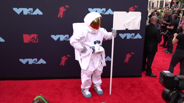 mtv moon man at 2019 mtv video music awards at prudential center on august 26 2019 in newark new jersey - mtv video music awards stock videos & royalty-free footage