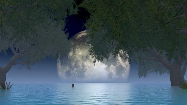 Mond über See mit Bäumen