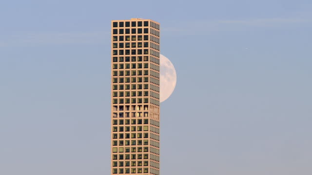 Moon rising from behind 432 Park Avenue