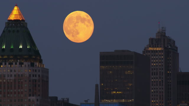 moon rising in the manhattan sky - supermoon stock videos & royalty-free footage