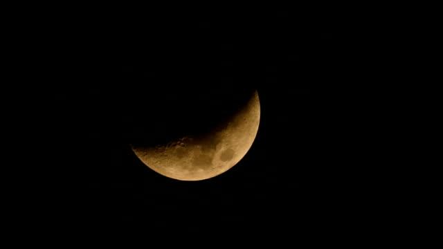 moon set slowly night sky - full hd format stock videos & royalty-free footage