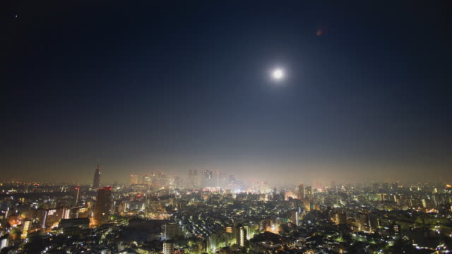 WS T/L Moon sets and sun rises over Shinjuku district / Tokyo, Japan