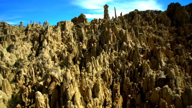 moon valley formations of rock of sandstone bolivia - pinnacle stock videos & royalty-free footage