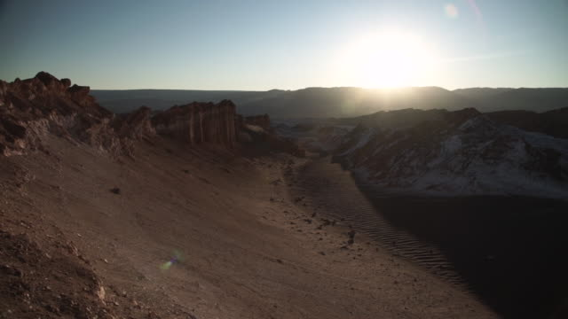 moon valley / vale de la luna - atacama desert - filmato non girato negli usa video stock e b–roll