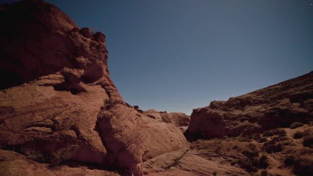 t/l ms td moonrise above red desert cliffs, escalante area, utah, usa - escalante stock-videos und b-roll-filmmaterial