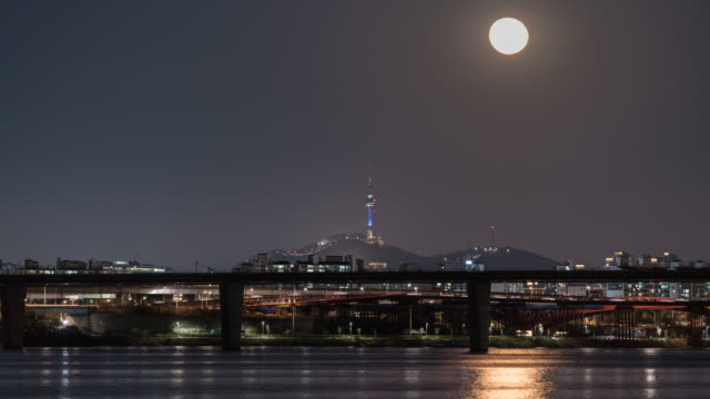 moonrise over n seoul tower / han river, seoul, south korea - traffic time lapse stock videos & royalty-free footage