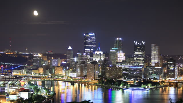 moonrise a pittsburgh, pa - pittsburgh video stock e b–roll