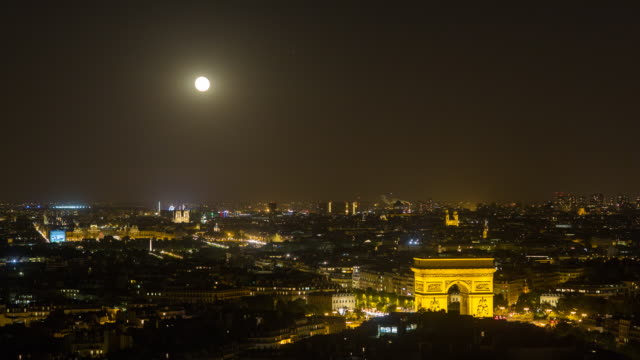 vidéos et rushes de moonrise over the city and the arc de triomphe, paris, france, europe - time lapse - ornement