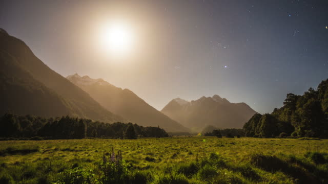 TIME LAPSE: Moonset in the Mountains