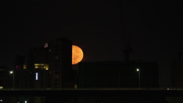 moonset over city buildings at ttukseom island / seongdong-gu, seoul, south korea - atmosphere filter stock videos & royalty-free footage