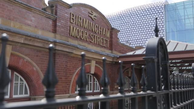 moor street station & selfidges, bullring shopping centre, birmingham, west midlands, england, united kingdom, europe - 英国 バーミンガム点の映像素材/bロール