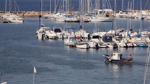 ms moored sailboats in harbor / alghero, sardinia, italy - sardinien stock-videos und b-roll-filmmaterial