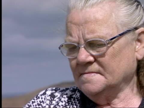 vídeos y material grabado en eventos de stock de victim's mother interview; saddleworth moor: winnie johnson tilt down to floral tribute - erial