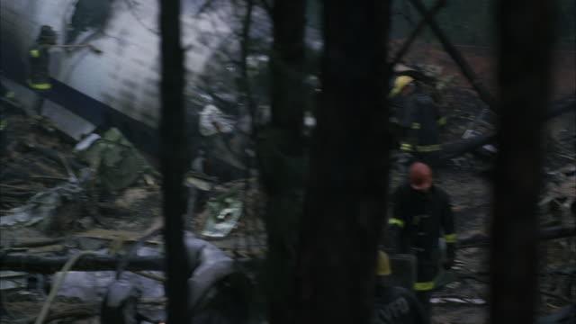vídeos de stock e filmes b-roll de ms td pan mop up operation of jet airplane crash / unspecified - acidente de avião