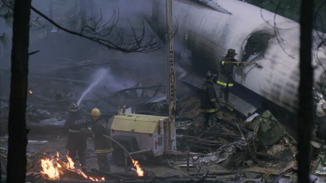 vídeos de stock e filmes b-roll de ws pan mop up operation of jet airplane crash / unspecified - acidente de avião