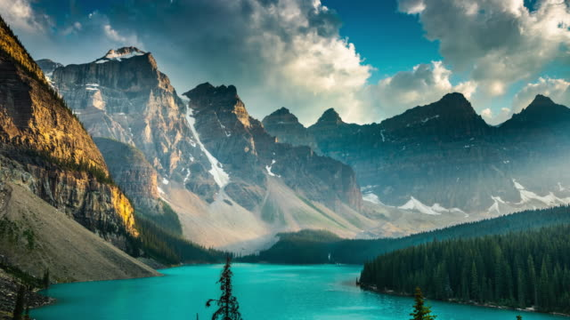 moraine lake at sunset - time lapse - valley of the ten peaks stock videos and b-roll footage