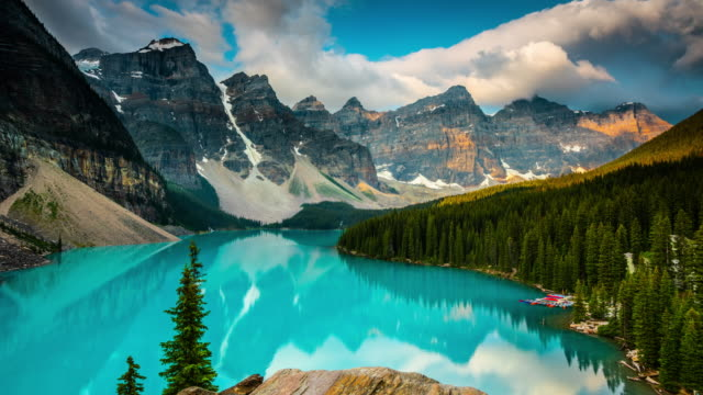 moraine lake in banff national park - canada - time lapse - banff stock videos & royalty-free footage