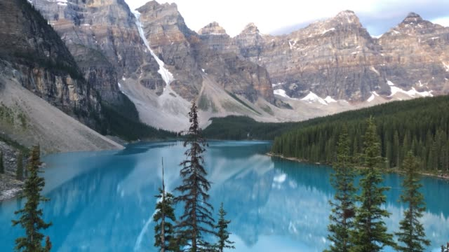 moraine lake, sunrise motion time lapse. canadian rockies, alberta, canada. - banff stock videos & royalty-free footage
