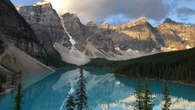 moraine lake, sunrise view. canadian rockies, alberta, canada - valley of the ten peaks stock videos and b-roll footage